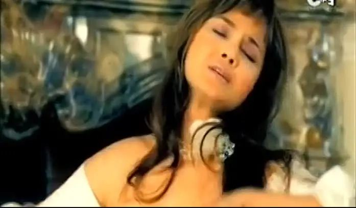 Mujhe Ishq Hai Ishq Se — Official Video Song — Alisha Chinai — Album — Alisha (Tasixda)